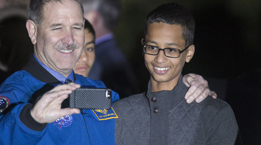 John M. Grunsfeld (L), Associate Administrator for the Science Mission Directorate, poses for a selfie with Ahmed Mohamed, 14, the Texas teenager who was arrested after bringing a homemade electronic clock to school, October 19, 2015. © Joshua Roberts