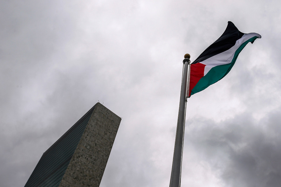 The Palestinian flag flies after being raised by Palestinian President Mahmoud Abbas in a ceremony outside the United Nations during the 70th session of the U. N. General Assembly in New York, September 30, 2015. © Carlo Allegri