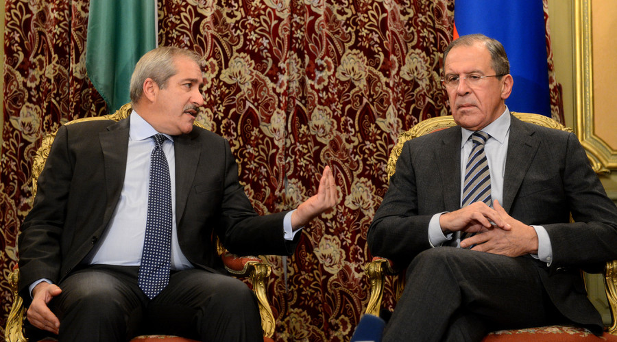 Russian Foreign Minister Sergei Lavrov (R) speaks with his visiting Jordan counterpart Nasser Judeh during their meeting in Moscow, on December 9, 2013. © KIRILL KUDRYAVTSEV
