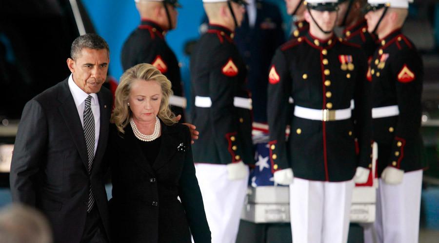 U.S. President Barack Obama walks with Secretary of State Hillary Clinton © Jason Reed