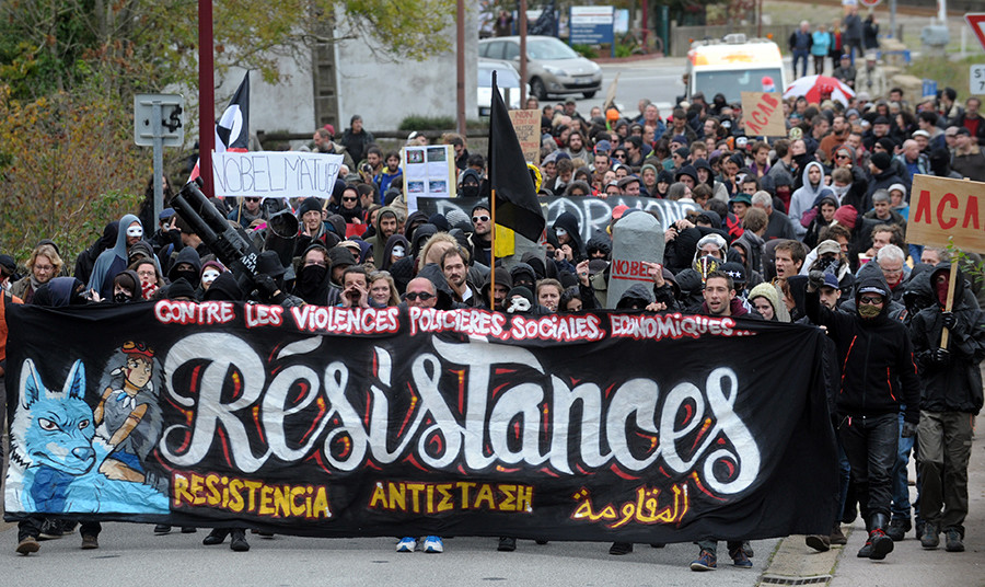 """People holds a banner which translates as """"Against police, social and economic brutalities, resistance"""" on October 23, 2015 in Pont-de-Buis-les-Quimerchduring © Fred Tanneau"""