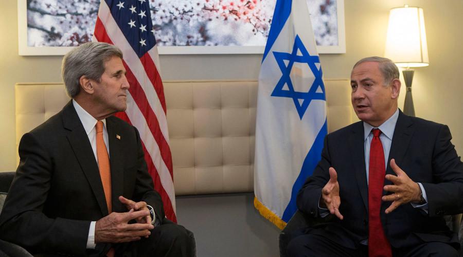 US Secretary of State John Kerry (L) speaks with Israeli Prime Minister Benjamin Netanyahu © Kena Betancur