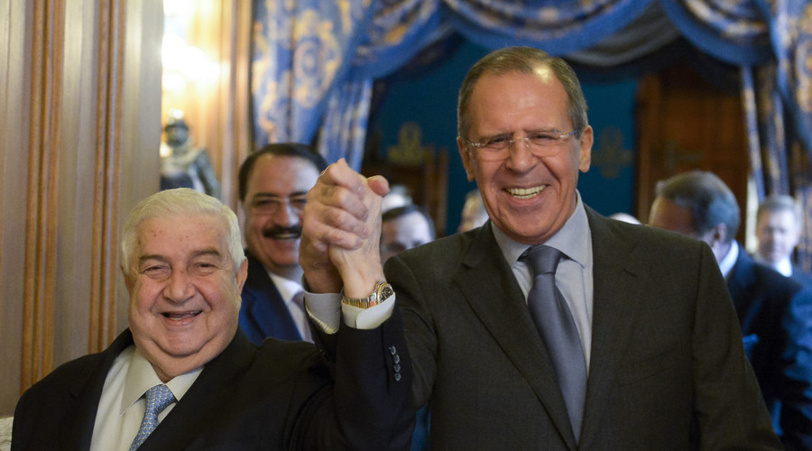 Syrian Foreign Minister Walid al-Moualem (L) and his Russian counterpart Sergei Lavrov enter a hall before the talks in Moscow, January 17, 2014. © Pool