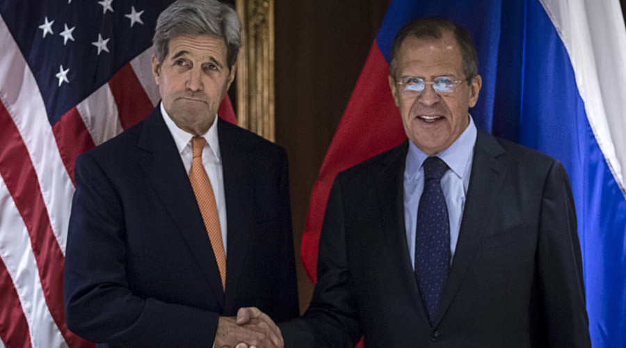 U.S. Secretary of State John Kerry (L) and Russian Foreign Minister Sergey Lavrov shake hands during a photo a photo opportunity in Vienna, October 23, 2015. © Carlo Allegri
