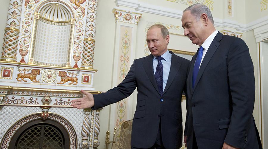 Russian President Vladimir Putin (L) welcomes Israeli Prime Minister Benjamin Netanyahu © Ivan Sekretarev