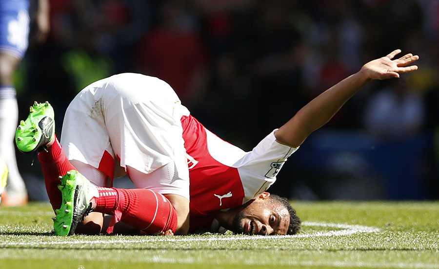 Arsenal's Francis Coquelin after sustaining an injury © Action / John Sibley