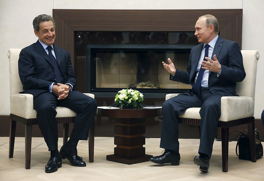 Russian President Vladimir Putin (R) meets with Nicolas Sarkozy, French former president and head of the conservative Les Republicains political party, at the Novo-Ogaryovo state residence outside Moscow, Russia, October 29, 2015. © Sergei Chirikov