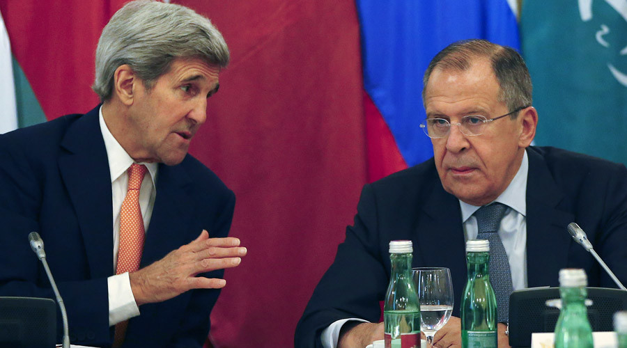 U.S. Secretary of State John Kerry (L) talks to Russian Foreign Minister Sergey Lavrov during a photo opportunity before a meeting in Vienna, Austria, October 30, 2015. © Leonhard Foeger