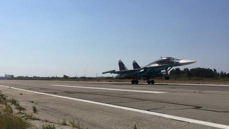 A Su-34 strike fighter lands at Hmeimim aerodrome in Syria. © Dmitriy Vinogradov