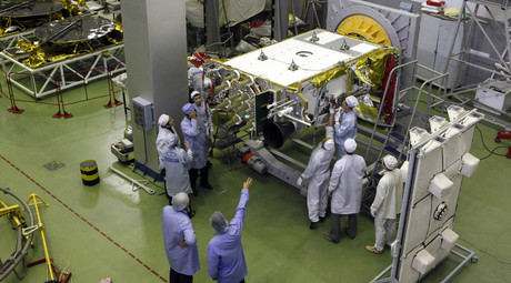 Engineers work on a GLONASS-K space navigation satellite © Ilya Naymushin