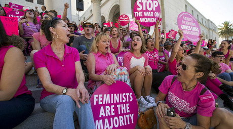 "Activists chant as they rally in support of Planned Parenthood on ""National Pink Out Day"" on the steps of City Hall in Los Angeles, California September 29, 2015. © Mario Anzuoni"