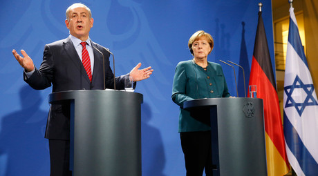 Israeli Prime Minister Benjamin Netanyahu and German Chancellor Angela Merkel hold a joint news conference at the Chancellery in Berlin, Germany October 21, 2015. © Fabrizio Bensch