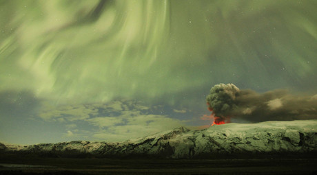 The Northern Lights are seen above the ash plume of Iceland's Eyjafjallajokull volcano in the evening in this April 22, 2010 file photo. © Lucas Jackson