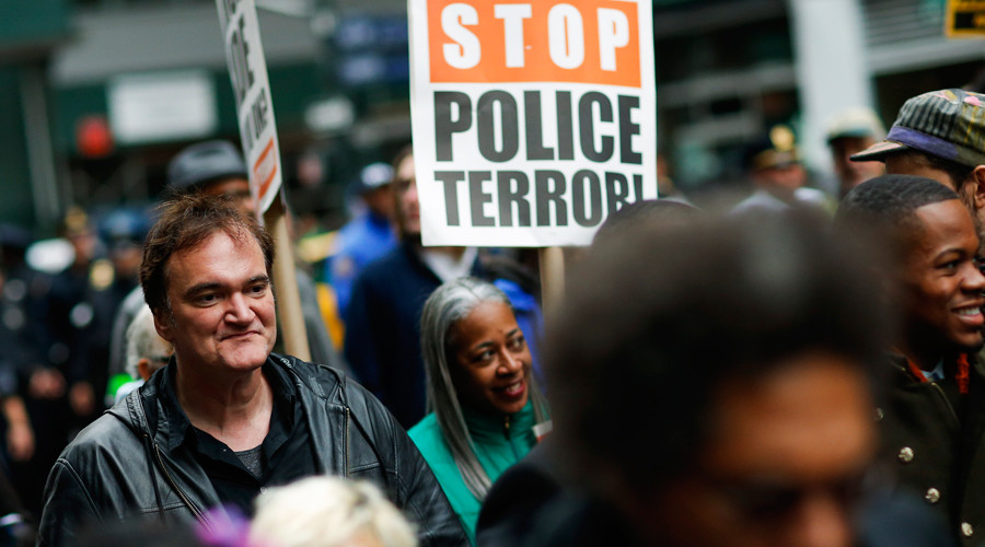 "US film director Quentin Tarantino (L) takes part in a march against police brutality called ""Rise up October"" on October 24, 2015, in New York © Eduardo Munoz Alvarez"