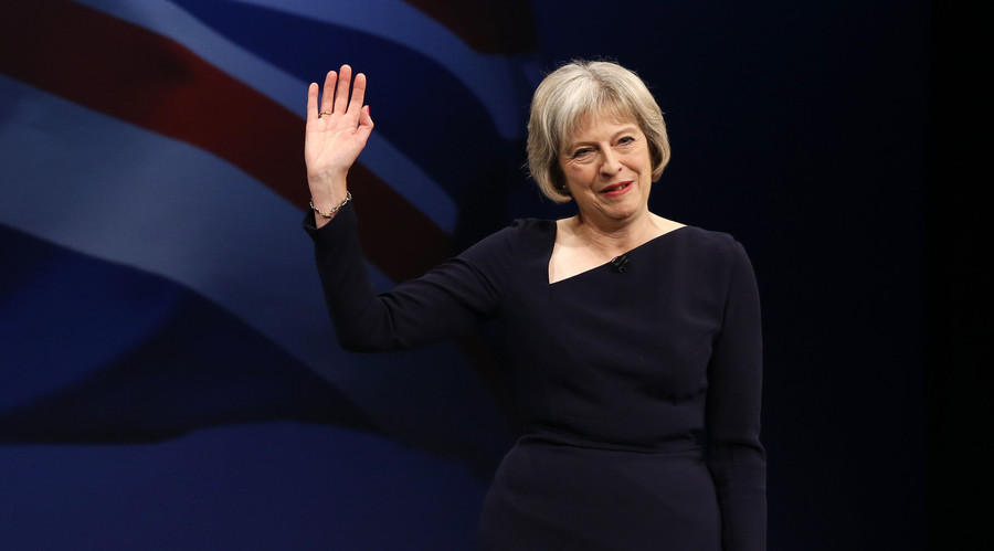 Britain's Home Secretary Theresa May waves after speaking on the third day of the Conservative Party Conference in Manchester northern Britain, October 6 , 2015. © Phil Noble