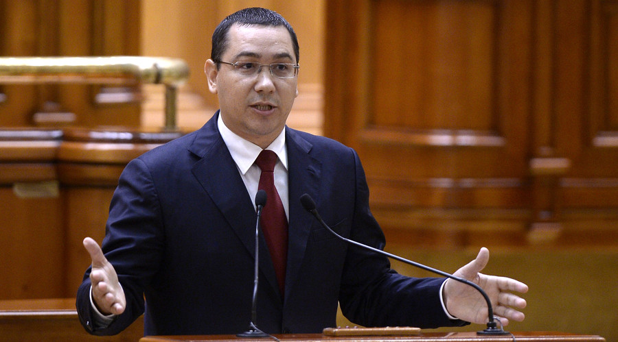 Romanian Prime Minister Victor Ponta addresses Parliament before a non-confidence vote in Bucharest, Romania September 29, 2015. © Inquam Photos