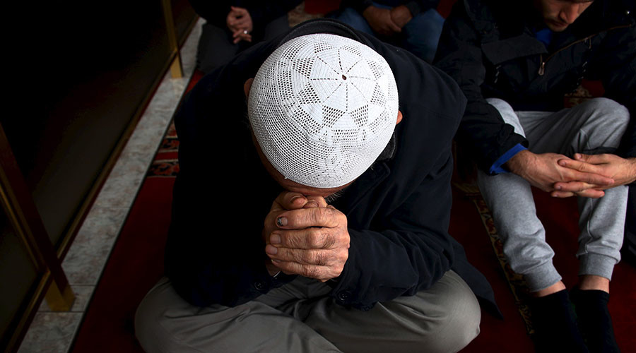 Spike in attacks on Muslim Australians, legal protection 'incomplete and vulnerable' – report