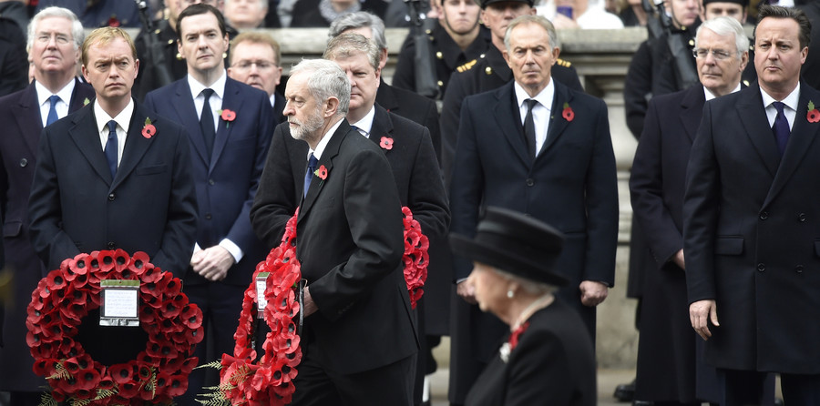 Jeremy Corbyn, the leader of Britain's opposition Labour Party, lays a wreath of poppies at the Remembrance Sunday ceremony at the Cenotaph in central London, November 8, 2015 © Toby Melville