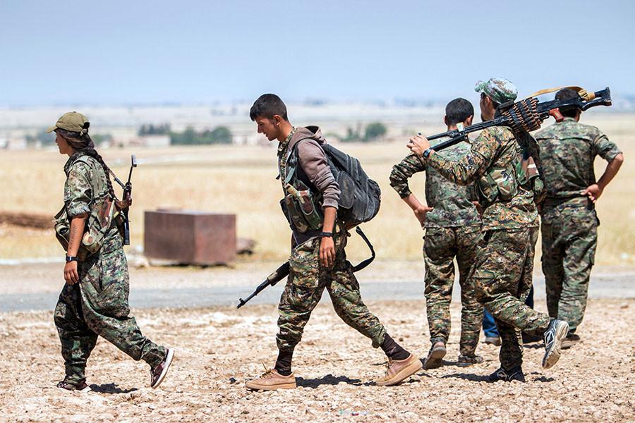Kurdish People's Protection Units (YPG) fighters. © Rodi Said