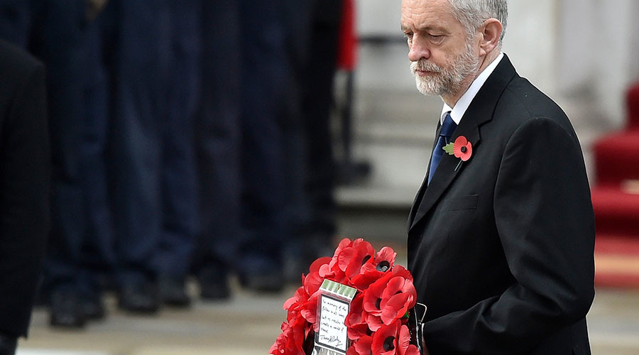 Jeremy Corbyn, the leader of Britain's opposition Labour Party, lays a wreath of poppies at the Remembrance Sunday ceremony at the Cenotaph in central London, November 8, 2015. © Toby Melville