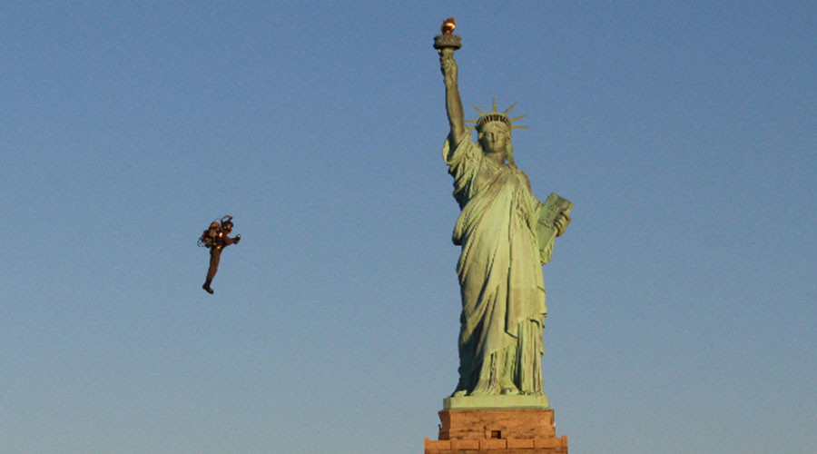 Ironman returns: Aussie inventor circles Statue of Liberty on jetpack (VIDEO)