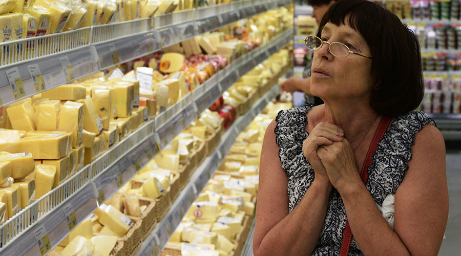 A woman in the cheese section of the Lenta hypermarket in Novosibirsk. © RIA Novosti