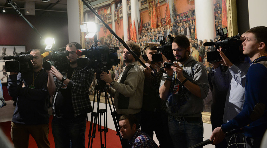 United Russia MP says top journalists & activists must disclose incomes