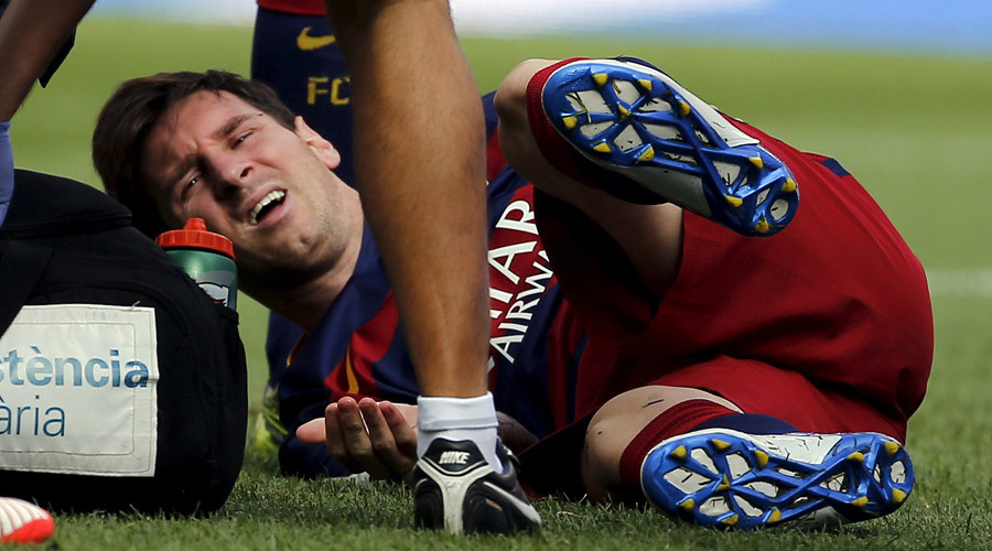 Lionel Messi after injuring his left knee during Spanish first division match against Las Palmas © Sergio Perez