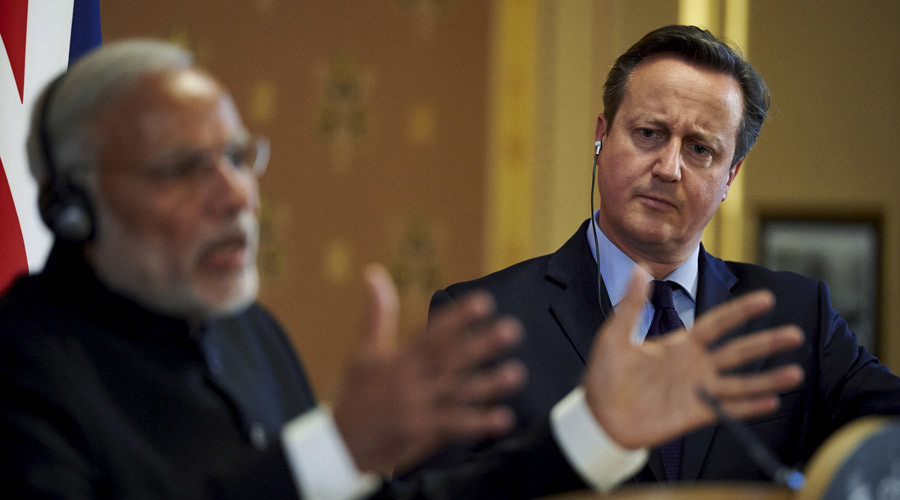 India's Prime Minister Narendra Modi (L) gestures as he stands with Britain's Prime Minister David Cameron © Niklas Hallen
