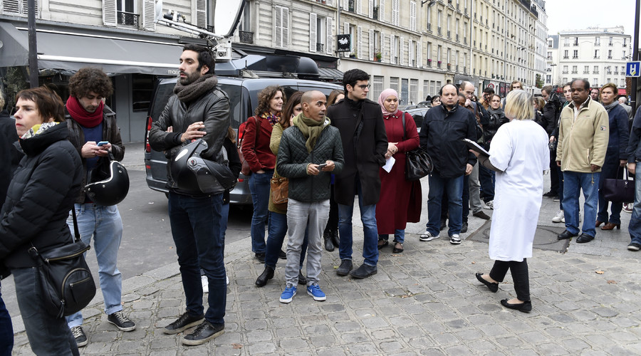 People wait to donate blood at the Hopital Saint Louis in Paris, on November 14, 2015. © Dominique Faget