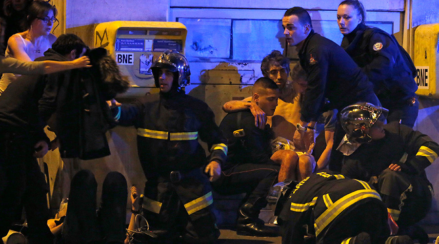 French fire brigade members aid an injured individual near the Bataclan concert hall following fatal shootings in Paris, France, November 13, 2015 © Christian Hartmann