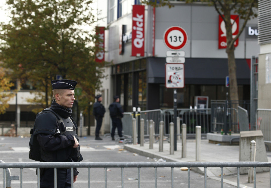 Police take up position near the Stade de France stadium the morning after a series of deadly attacks in Paris , November 14, 2015 © Benoit Tessier