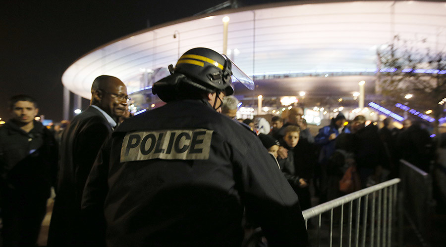 Police control crowds leaving the Stade de France where explosions were reported to have detonated outside the stadium during the France vs German friendly match near Paris, November 13, 2015. © Gonazlo Fuentes