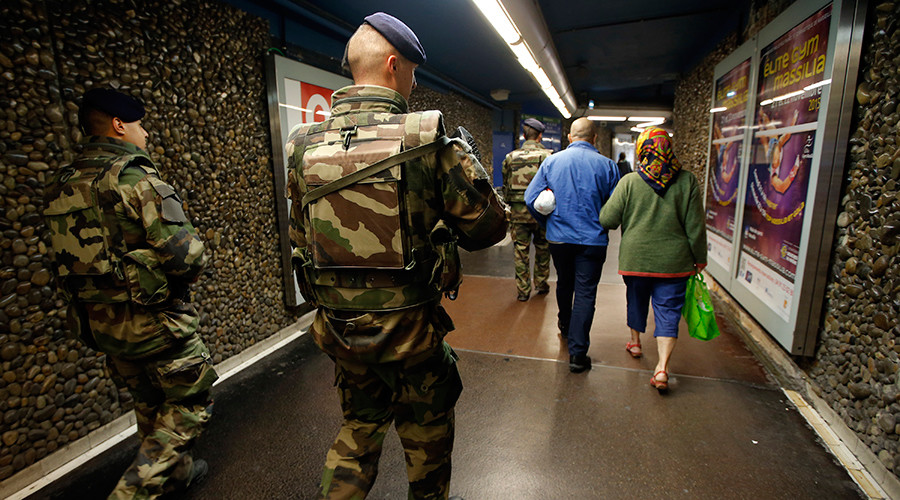 French soldiers patrol in the subway in Marseille, France, November 15, 2015 © Jean-Paul Pelissier