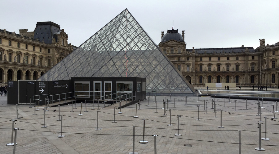 The entrance of the Louvre is seen deserted after the museum was closed in Paris, France, November 14, 2015, following a series of deadly attacks on the capital. © Reinhard Krause