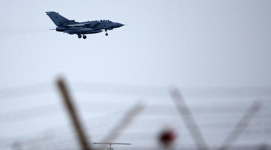 Will British MPs vote to bomb Syria? Cameron, Corbyn diverge on Paris attack response