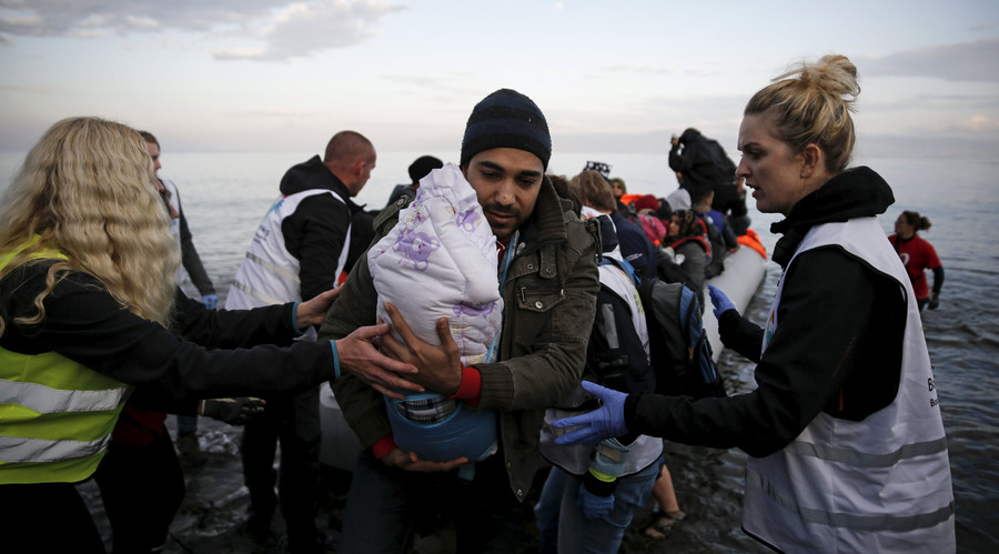Poland suggests training refugees to return & 'liberate' Syria
