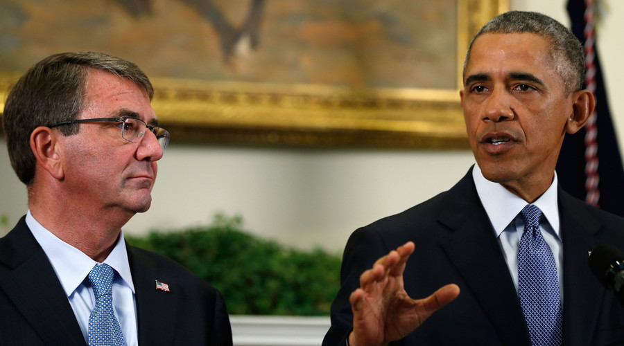 U.S. Defense Ash Carter (L) listens as President Barack Obama (R) announces plans to slow the withdrawal of U.S. troops from Afghanistan, in the Roosevelt Room at the White House in Washington October 15, 2015. © Jonathan Ernst