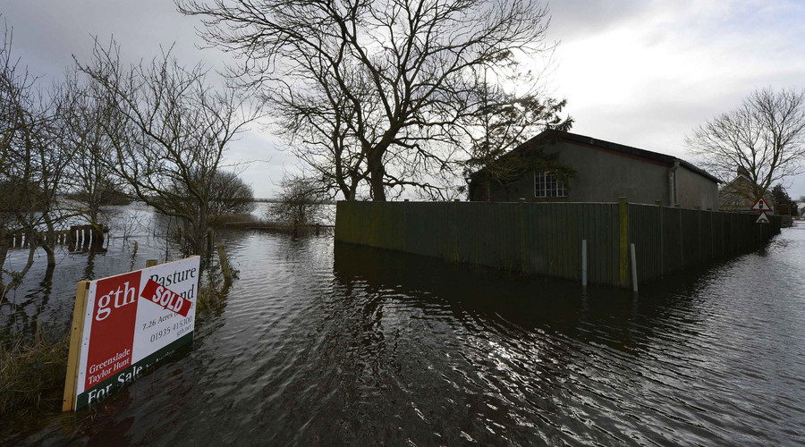 A property is surrounded by flood water, England. ©Toby Melville