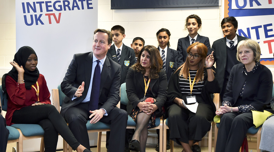 Britain's Prime Minister David Cameron and Home Secretary Theresa May join a discussion with members of the local community on a visit to Luton, north of London, on October 19, 2015 to announce a new government strategy for tackling extremism. © Ben Stansall