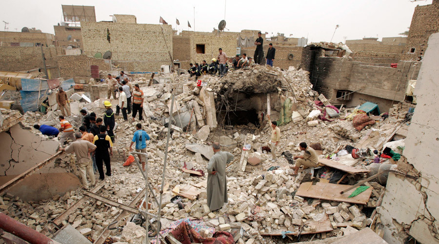Rescue workers and residents search for victims among the rubble after air strike in Baghdad's Sadr city April 30, 2008. © Kareem Raheem