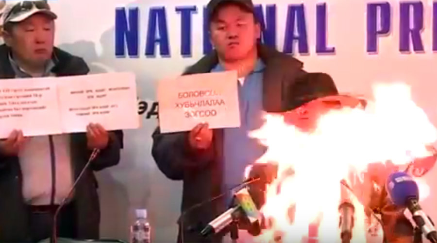 Mongolian trade unionist burns himself alive in a shocking act of protest (VIDEO)