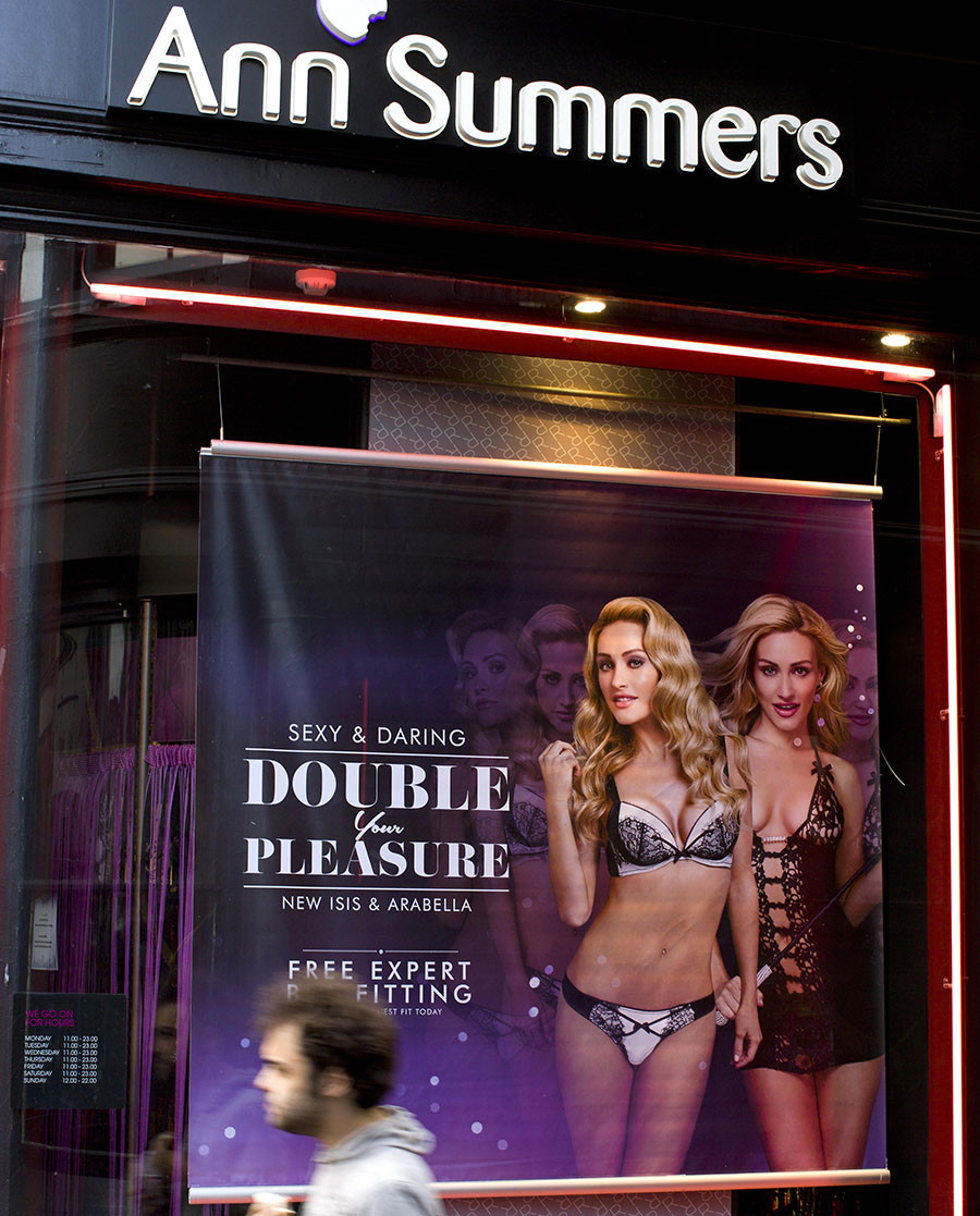A man walks past a window display of the British adult retailer Ann Summers in central London. © Justin Tallis