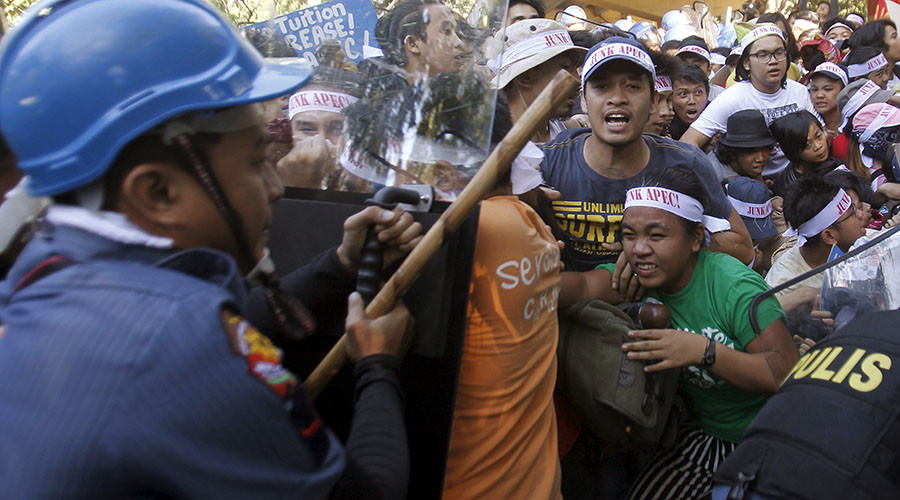Philippines police and protesters clash outside the APEC summit in Manila