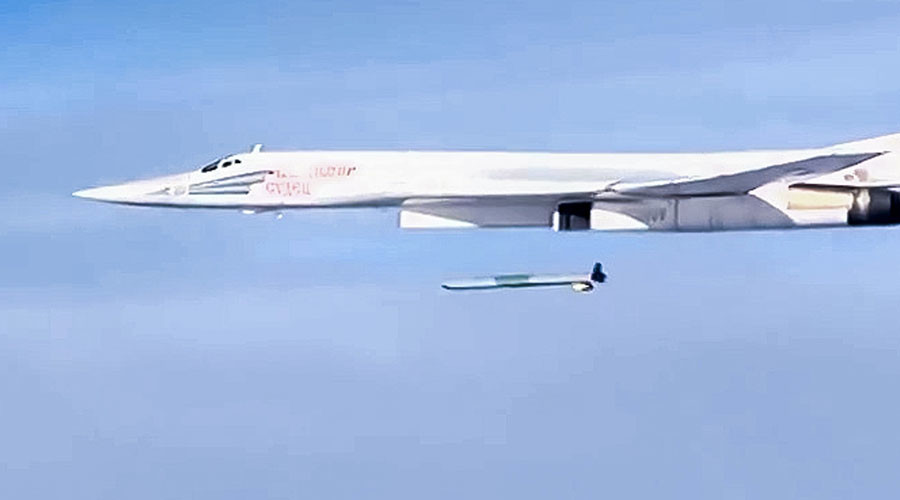 A Kh-555 air-launched cruise missile is launched by a Tupolev Tu-160 supersonic strategic bomber of the Russian Aerospace Forces to strike the Islamic State infrastructure facilities in Syria. ©Ministry of defence of the Russian Federation / Sputnik