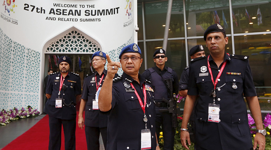 Police officers check security arrangements for the 27th Association of Southeast Asian Nations (ASEAN) summit in Kuala Lumpur, Malaysia, November 20, 2015 © Olivia Harris