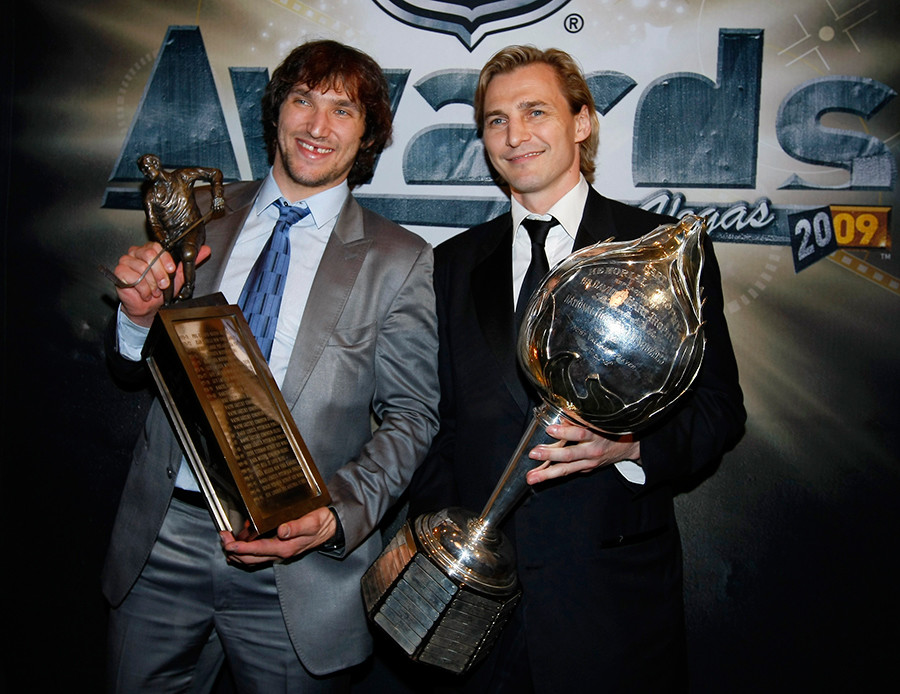Alex Ovechkin (L) poses with fellow Russian player and former Hart Trophy winner, Sergei Fedorov with Ovechkin's trophies at the 2009 NHL Awards in Las Vegas, Nevada, June 18, 2009 © Mike Blake