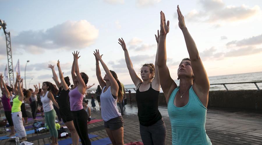 Not so Zen! Rival yoga gurus in bust-up over room heater