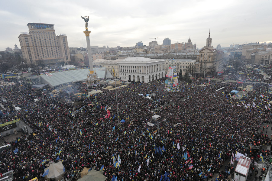 Pro-European integration protesters attend a mass rally at Independence Square in Kiev December 15, 2013 © Konstantin Chernichkin