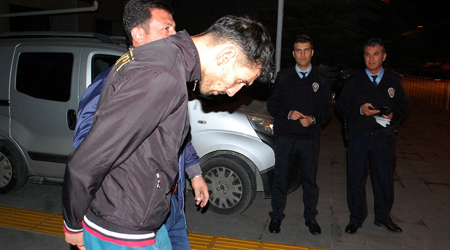 Turkey arrests suspected ISIS 'scout' involved in Paris attacks